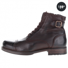 Tmavohnedé kožené členkové topánky s prackami v akcii